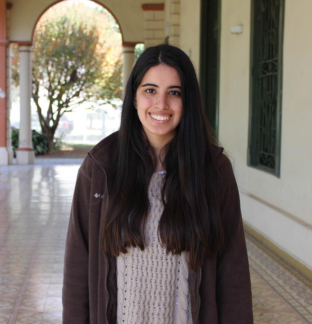 Es australiana, estudia Diseño y trabaja en PROA Consulting